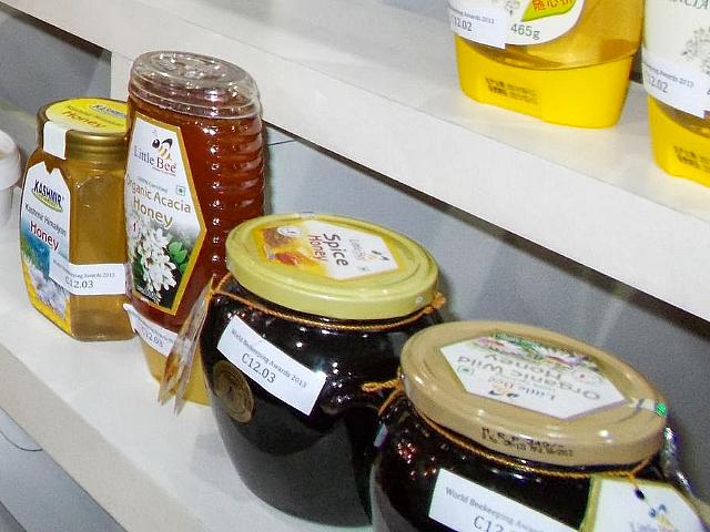 Витрина различных сортов мёда